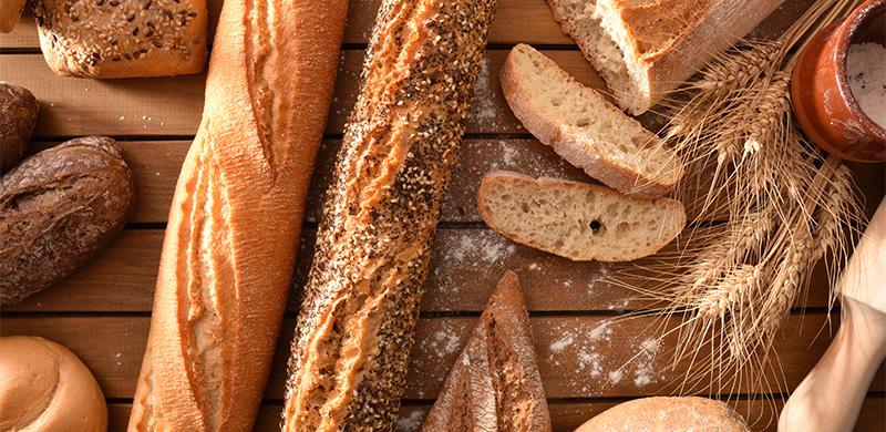 Nahaufname von verschiedenen Brot und Brötchen